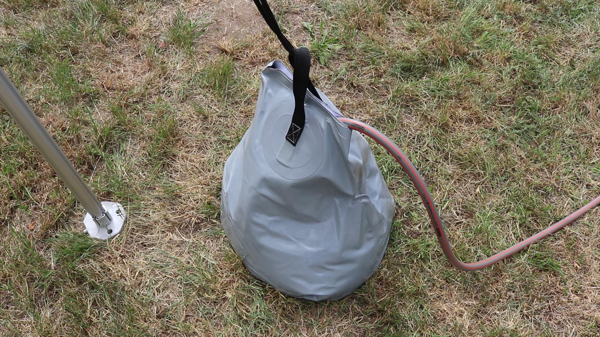 Wassersack mit Wasser befüllen